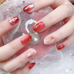 红色圆形晕染贝壳片日式金箔新娘美甲图片
