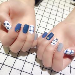 方圆形蓝色白色手绘豹纹格子磨砂美甲图片