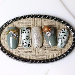 圆形绿色银色手绘豹纹钻美甲图片