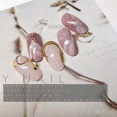 圆形日式晕染金色粉色金属饰品余旺财新年美甲設計第二款💗 这款设计相对简单一点 主要华丽丽的感覺來自於飾品的組合 也用了兩種不同深淺的粉色搭配美甲图片