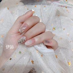 圆形日式白色水波纹银色美甲图片