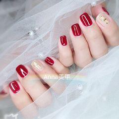 方圆形红色裸色金属饰品新年美甲图片