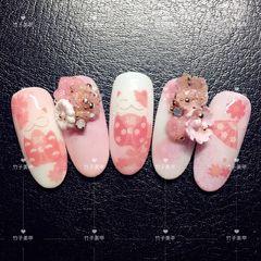 圆形粉色白色雕花招财猫新年美甲图片