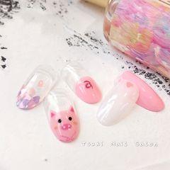 圆形日式新年粉色手绘小猪亮片美甲图片