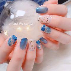 蓝色猫眼钻方圆形亮片美甲图片