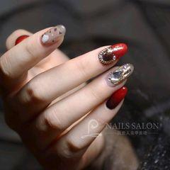 红色黑色圆形渐变钻贝壳片新年美甲图片