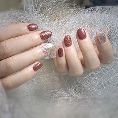 焦糖色圆形金箔新年水波纹银色美甲图片