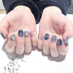 蓝色方圆形日式晕染灰色美甲图片