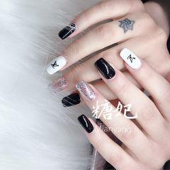 黑色方形白色显白贴纸闪粉LV美甲图片