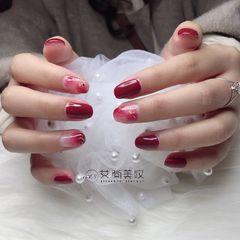 红色晕染金箔圆形新年美甲图片