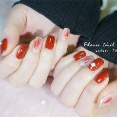 红色日式方圆形晕染金箔新年美甲图片