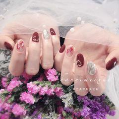 圆形酒红色银色水波纹贝壳片新年美甲图片
