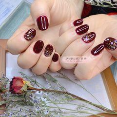 红色酒红色圆形日式简约贝壳片金箔新年美甲图片