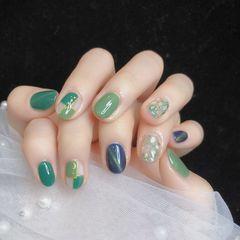 绿色蓝色圆形金箔猫眼贝壳片钻美甲图片