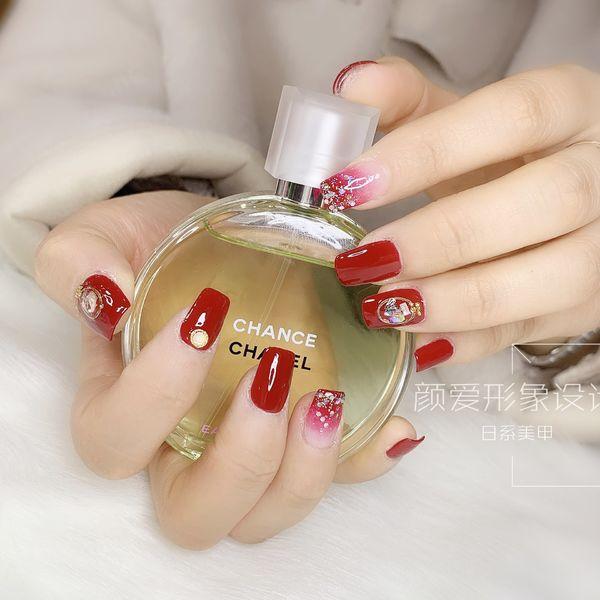 红色方圆形渐变新娘日式钻闪粉美甲图片