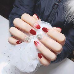 圆形红色渐变钻新年美甲图片