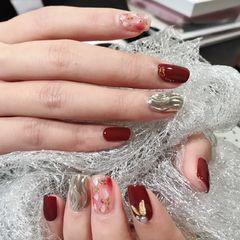 方圆形酒红色银色水波纹贝壳片金箔新年水波纹美甲图片