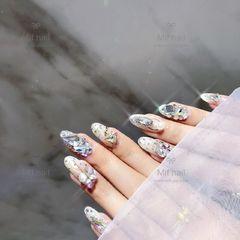 圆形白色钻日式美甲图片