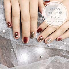 酒红色方圆形水波纹银色贝壳片新年美甲图片