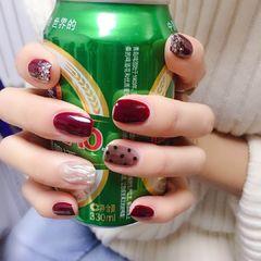 酒红色方圆形美甲图片