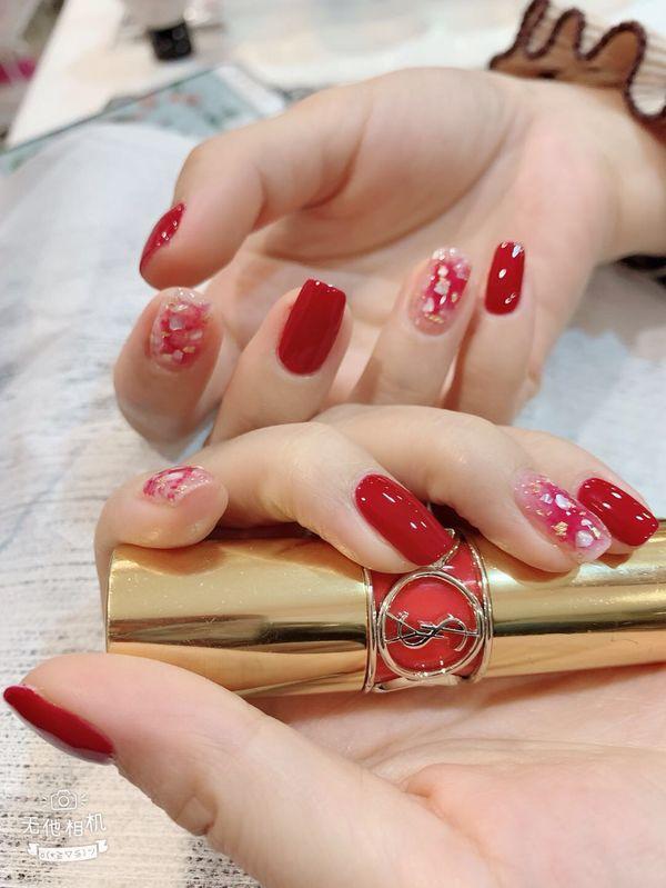 方圆形红色贝壳片新娘很喜欢的款式美甲图片