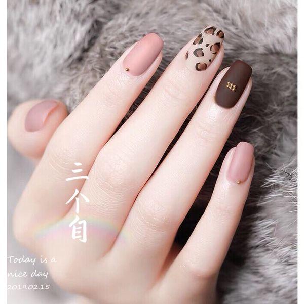 棕色方圆形磨砂豹纹简约日式粉色美甲图片
