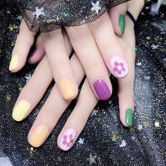 方圆形紫色绿色黄色手绘花朵跳色美甲图片