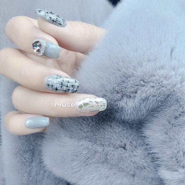 蓝色方圆形日式简约钻贝壳片手绘毛呢美甲图片