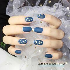 蓝色圆形磨砂金箔美甲图片