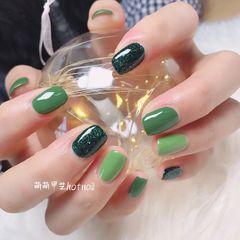 绿色方圆形简约美甲图片
