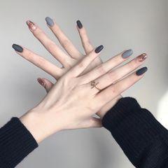 焦糖色蓝色黑色圆形磨砂渐变灰色晕染金箔跳色美甲图片