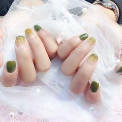 方圆形绿色渐变春天美甲图片