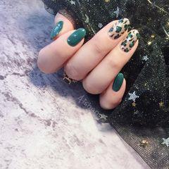绿色圆形豹纹美甲图片