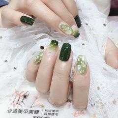 绿色方形晕染贝壳片美甲图片