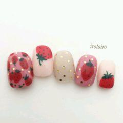 圆形磨砂手绘亮片春天水果草莓美甲图片