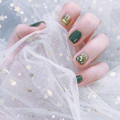 方圆形日式手绘绿色晕染贝壳片金箔美甲图片
