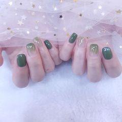 绿色方形晕染金箔美甲图片