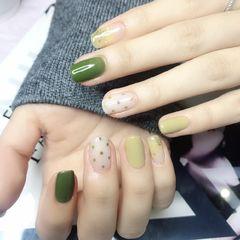 绿色方圆形晕染白色波点春天美甲图片