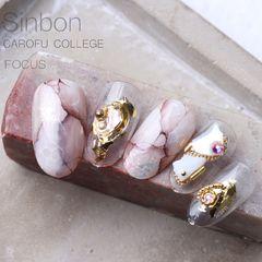圆形日式手绘金色白色棕晕染石纹金属饰品美甲图片