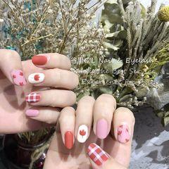 红色圆形磨砂日式手绘花朵格纹日系复古格纹小花美甲图片