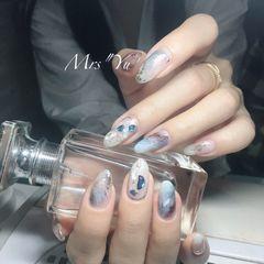 圆形蓝色白色晕染贝壳片日式美甲图片