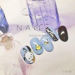 圆形手绘日式蓝色卡通可爱三丽鸥经典角色之一帕洽狗美甲图片