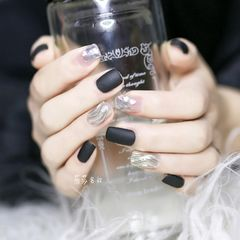 黑色方圆形磨砂法式亮片水波纹魔镜粉美甲图片