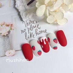红色磨砂手绘草莓美甲美甲图片