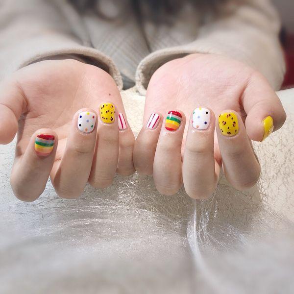 圆形手绘豹纹黄色白色炫雅风美甲图片
