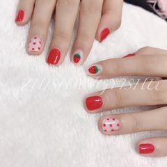 红色方圆形可爱草莓手绘波点美甲图片