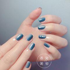 蓝色灰色日式简约方圆形竖形渐变灰蓝渐变美甲图片