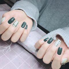 方圆形绿色线条美甲图片