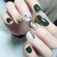 方圆形绿色白色手绘树叶渐变贝壳片美甲图片