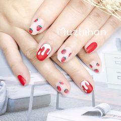 红色圆形手绘磨砂水果草莓美甲图片